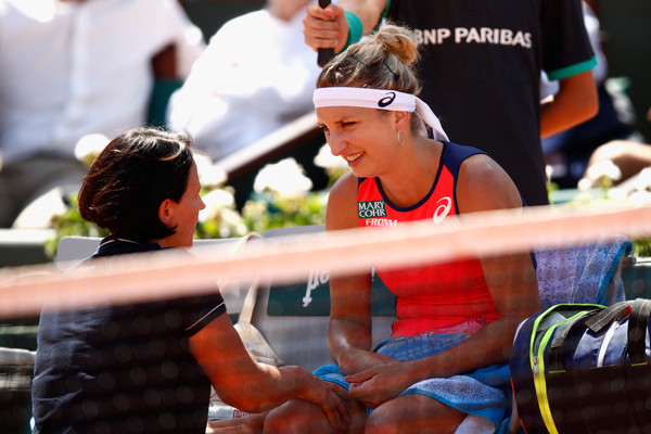 Timea Bacsinszky receiving a medical time-out | Photo: Adam Pretty/Getty Images Europe
