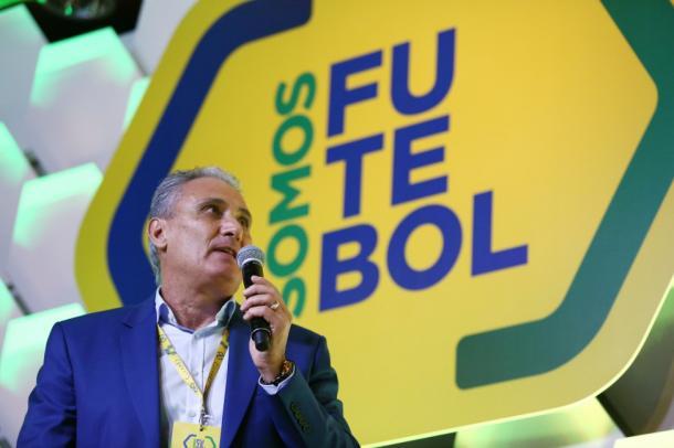 Tite diz que há espaço para mais debates entre técnicos e profissionais da imprensa (Foto: Lucas Figueiredo/CBF)