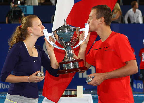 Petra Kvitova and Tomas Berdych kiss the winners' trophy after winning the 2012 Hopman Cup. | Photo: Paul Kane/Getty Images AsiaPac