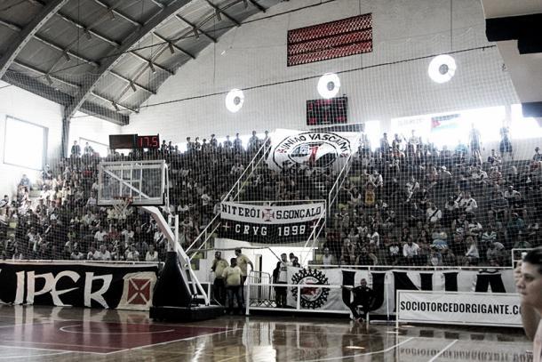 Torcida vascaína marcou presença nas partidas da Liga Ouro (Foto: Paulo Fernandes/Vasco.com.br)