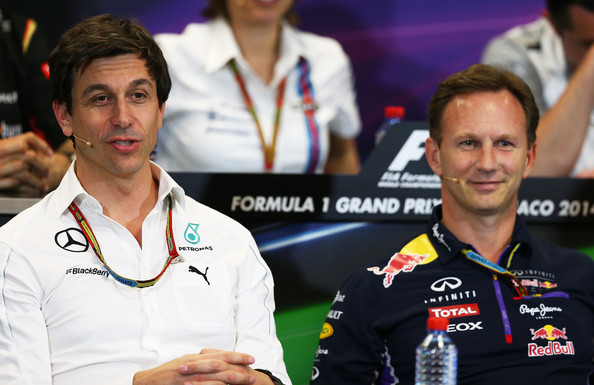 Toto Wolff (esq.) e Christian Horner (dir.) criticaram as regras de limites de pista (Foto: Mark Thompson/Getty Images)