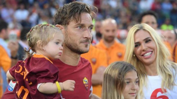 Francesco Totti con la sua famiglia, ansa.it
