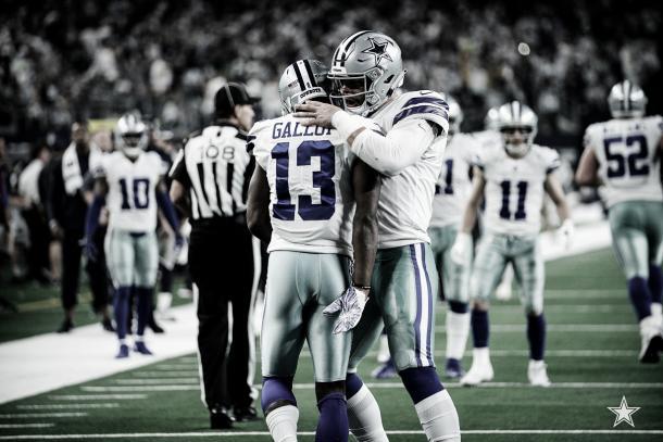 Gallup festeja el touchdown con Prescott. Dallas tomaba la ventaja transitoria (Imagen: Cowboys.com)