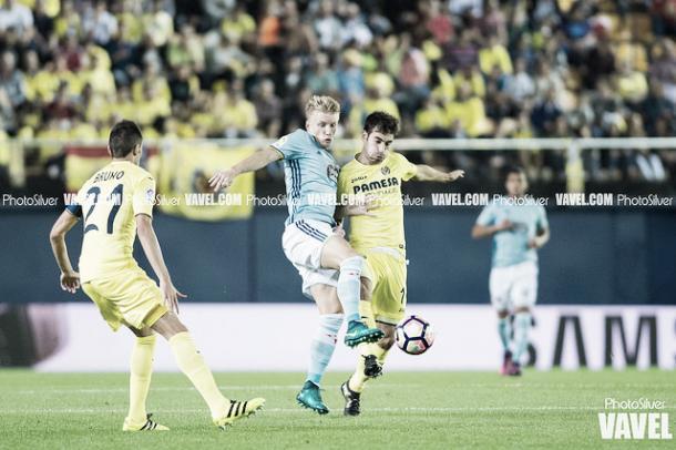 Manu Trigueros desplegando su capacidad defensiva. Imagen: PhotoSilver (VAVEL)