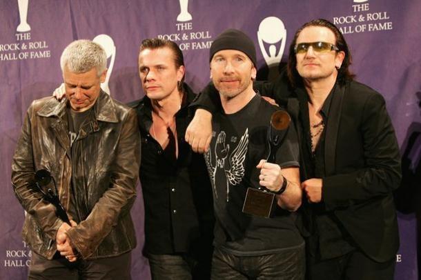 U2 en su inducción al Rock & Roll Hall Of Fame en 2005 | Foto: Getty