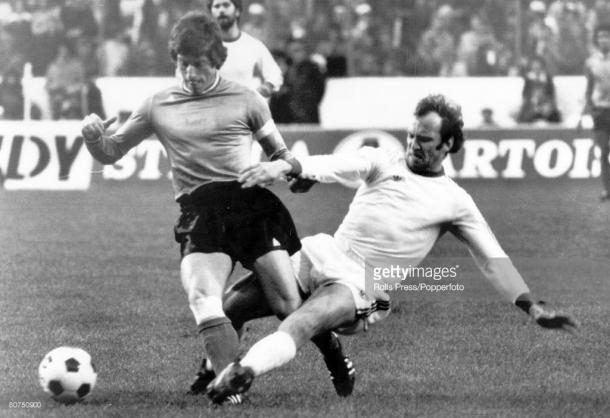 Bayern Munich's Franz Roth slides in to tackle St. Etiennes Jean-Michel Larque. Source | Getty Images.