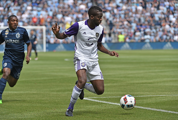 Kevin Molino dribbles up the field against Sporting Kansas City (Getty Images Sport | Peter G. Aiken)