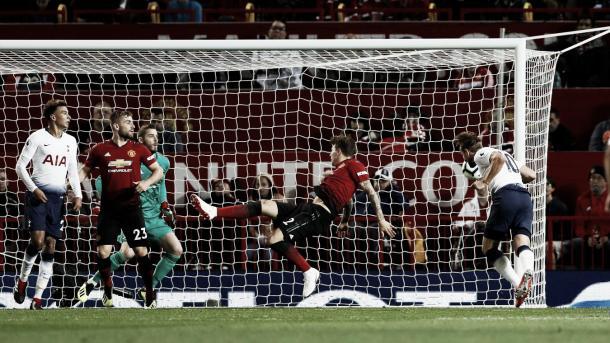 Kane anota en el 3-0. Foto: Premier League.