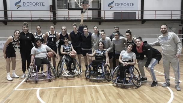 Las selecciones femeninas de básquet entrenando juntas por un día. Fuente: CABB.