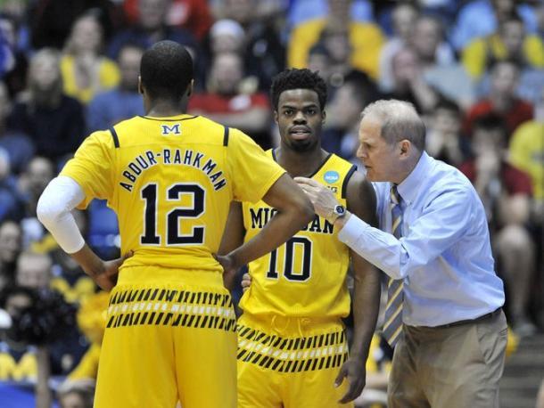 Michigan head coach John Beilein talks with Michigan guard Derrick Walton Jr. (10) and Michigan guard Muhammad-Ali Abdur-Rahkman (12) in the first half.  (Robin Buckson, Detroit News)