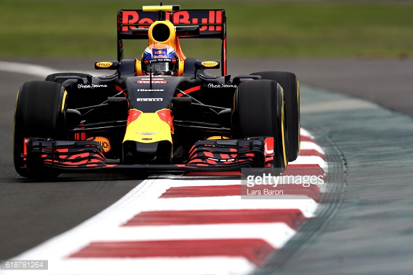 Max Verstappen had a fiery end to his session. | Photo: Getty Images/Lars Baron