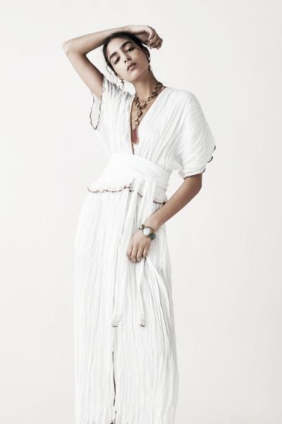 Vestido bordados de colores // Foto: página web Zara