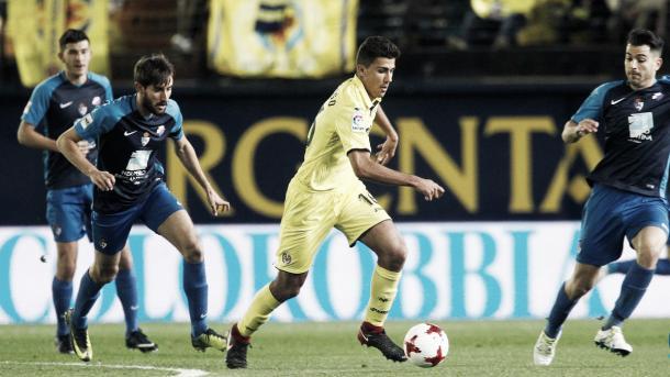 Andy y Jorge García trataron de evitar, sin éxito, que Rodri llevara la manija del partido / Foto: @VillarrealCF