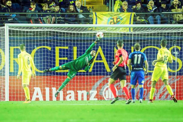 Sergio Asenjo volvía a las canchas y tuvo que salvar alguna ocasión peligrosa de la Ponfe / Foto: @VillarrealCF