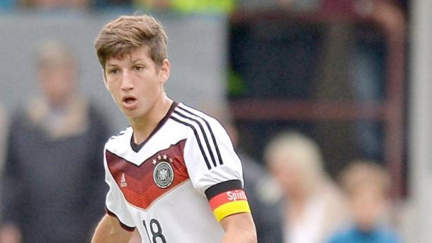 Janelt captaining Germany's youth team. | Image source: Hamburger Abendblatt
