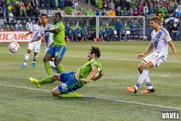 Valdez (16) scores a goal against the LA Galaxy during the 2015 MLS Cup Playoff / Brandon Farris - VAVEL USA