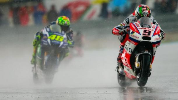 Rossi chasing Petrucci during a wet first half of the German GP - www.ridertua.com