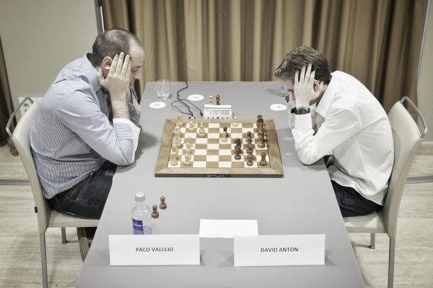 Vallejo frente a David Antón.    Foto: Madrid Chess Academy