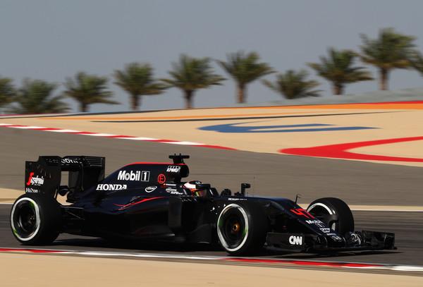 Vandoorne correu no lugar de Alonso no Bahrein, foi muito bem e pontuou com o 10º lugar (Foto: Clive Mason/Getty Images)