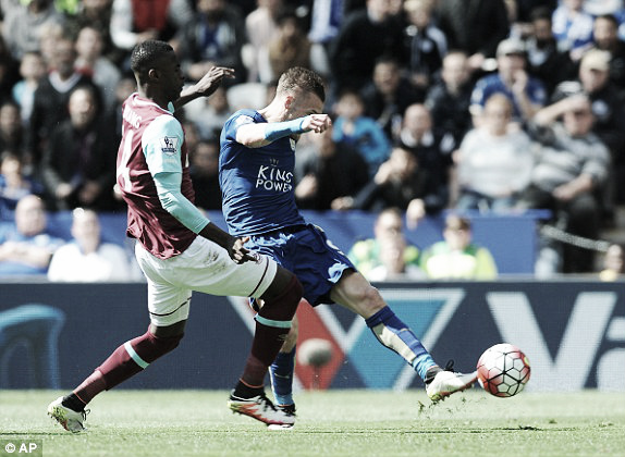 Above; Jamie Vardy strikes home in West Ham United's 1-0 defeat to Leicester City | Photo: AP