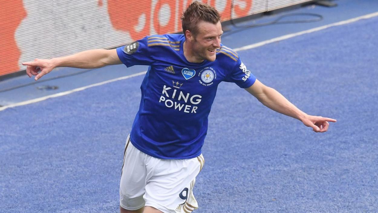 Jamie Vardy celebrando un gol ante los eagles la temporada pasada. Fuente: Premier League