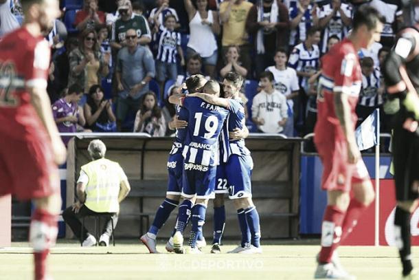 Los jugadores del Deportivo celebran un gol ante el Espanyol en Riazor. Foto: RC Deportivo.