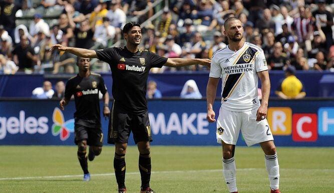Vela celebra un gol en 'El Trafico' (tvmax-9.com)