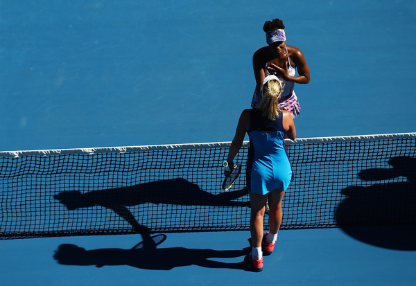 Both players meet at the net after the match | Photo: Clive Brunskill/Getty Images AsiaPac