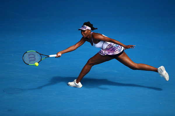 Venus Williams reaches out for a shot | Photo: Clive Brunskill/Getty Images AsiaPac