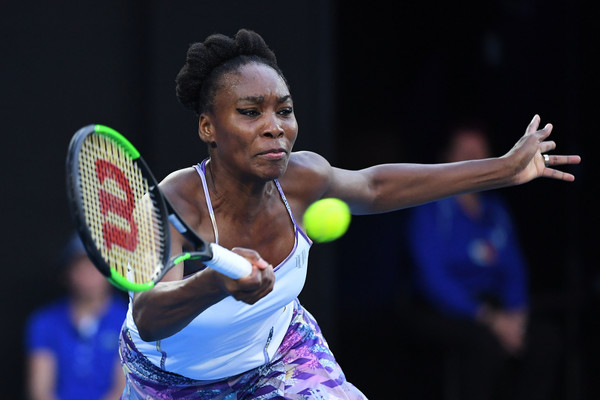 Venus Williams hits a forehand against Serena Williams during the final of the 2017 Australian Open. | Photo: Quinn Rooney/Getty Images
