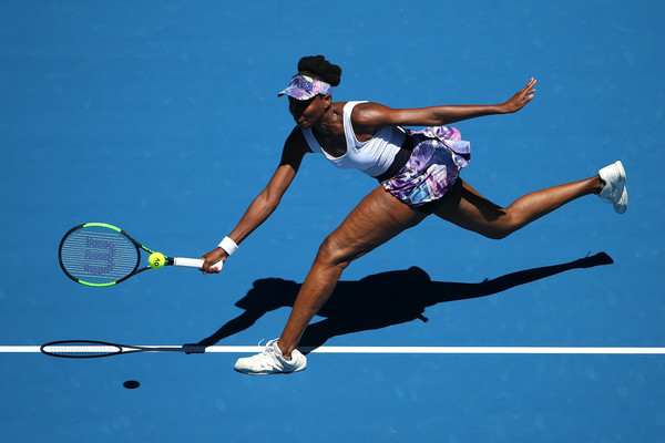 Venus Williams reaches out for a ball | Photo: Michael Dodge/Getty Images AsiaPac