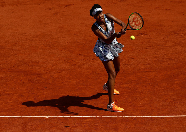 Venus Williams hits a backhand | Photo: Adam Pretty/Getty Images Europe