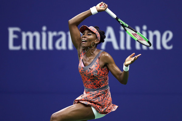 Venus Williams hits a forehand | Photo: Elsa/Getty Images North America