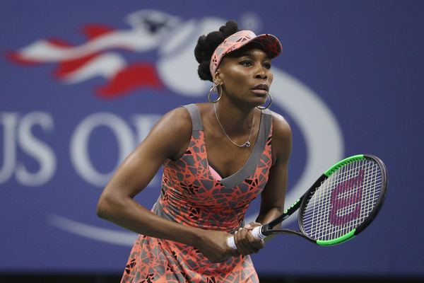 Venus Williams prepares to return a serve | Photo: Matthew Stockman/Getty Images North America