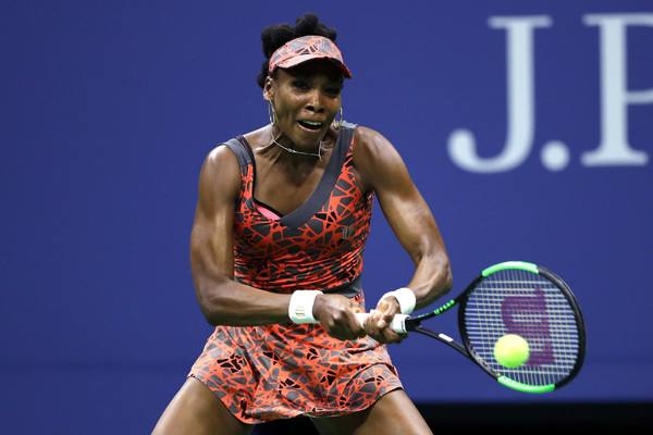 Venus Williams hits a backhand during her quarterfinal encounter against Petra Kvitova | Photo: Elsa/Getty Images North America