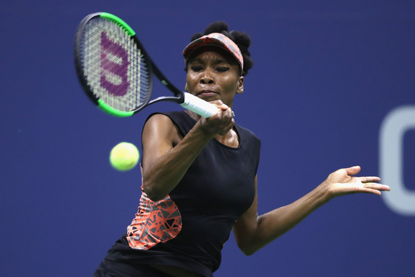Venus Williams hits a forehand | Photo: Matthew Stockman/Getty Images North America