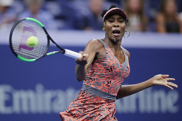 Venus Willliams hits a forehand | Photo: Matthew Stockman/Getty Images North America