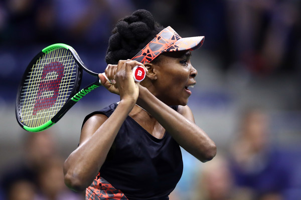 Venus Williams hits a backhand during her semifinal match against Sloane Stephens at the 2017 U.S. Open. | Photo: Clive Brunskill/Getty Images