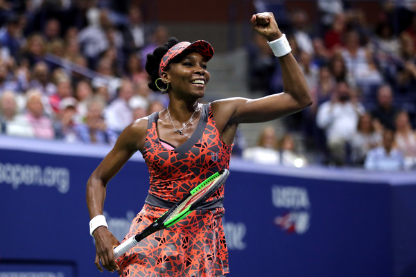 Venus Williams pumps her fist in the air after claiming the hard-fought victory | Photo: Elsa/Getty Images North America