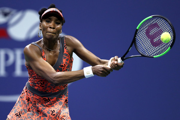 Venus Williams hits a backhand | Photo: Elsa/Getty Images North America