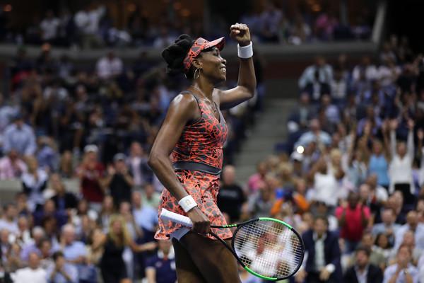 Venus Williams celebrates her huge win over Petra Kvitova | Photo: Elsa/Getty Images North America