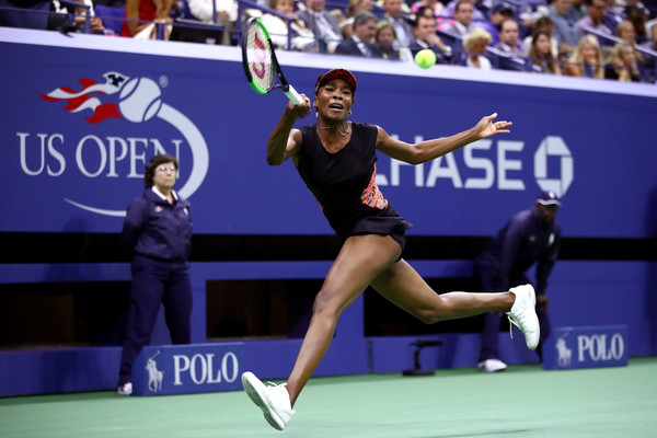 Venus Willams runs to retrieve a forehand | Photo: Clive Brunskill/Getty Images North America
