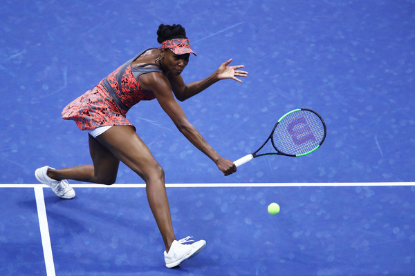 Venus Williams reaches out for a shot | Photo: Clive Brunskill/Getty Images North America