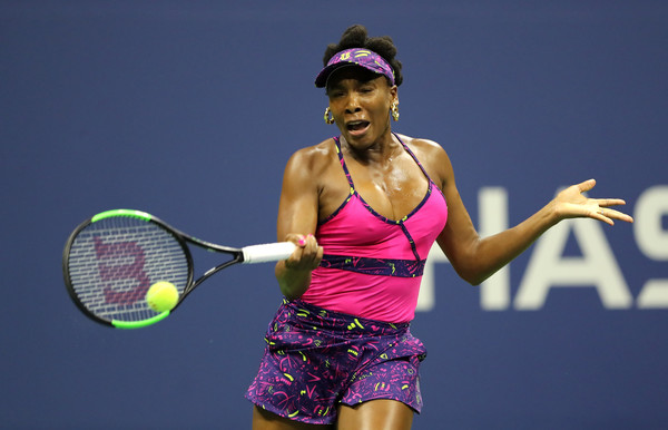 Venus Williams had a strong start but that will be the only game she won in the entire first set | Photo: Elsa/Getty Images North America