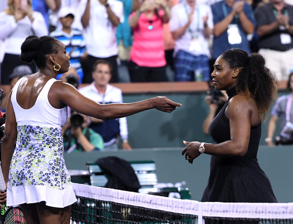 The Williams sisters met for a nice hug at the net after their encounter | Photo: Kevork Djansezian/Getty Images North America