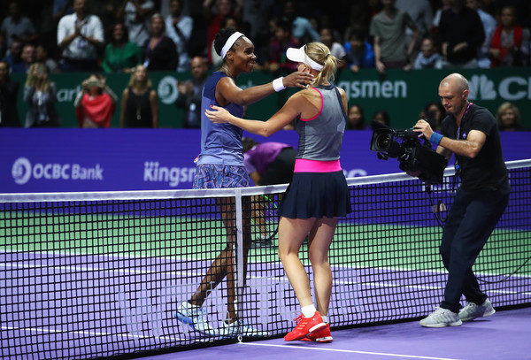 Both players share a hug after the encounter | Photo: Clive Brunskill/Getty Images AsiaPac