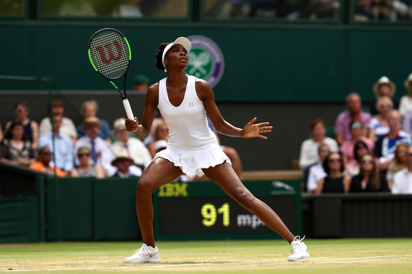 Venus Williams prepares to hit a smash | Photo: Julian Finney/Getty Images Europe