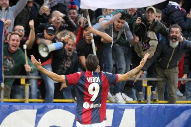 Verdi esulta coi tifosi dopo un gol | BolognaToday