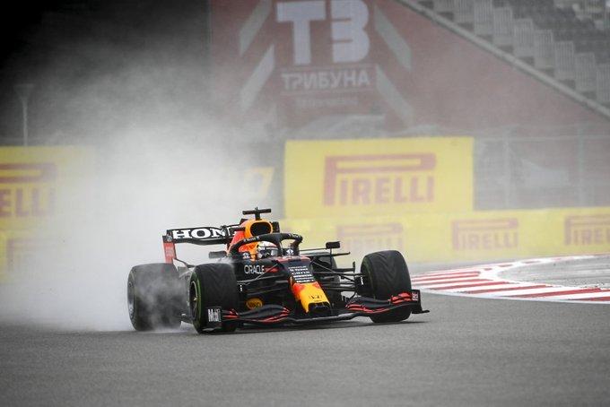 Verstappen con los intermedios al inicio de la Q2. (Fuente: Twitter @pirellisport)
