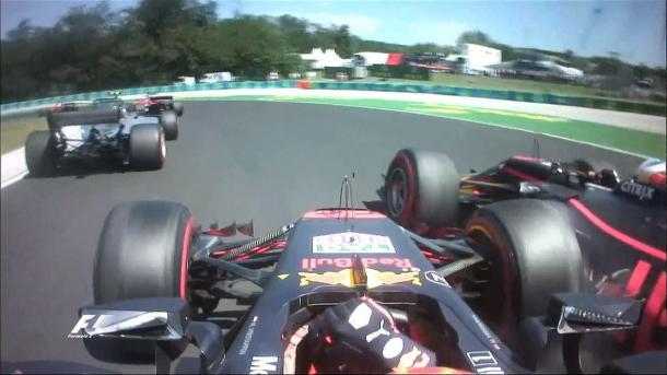 Verstappen (onboard) bateu em Ricciardo na largada e gerou polêmica na Red Bull (Foto: Divulgação/F1)